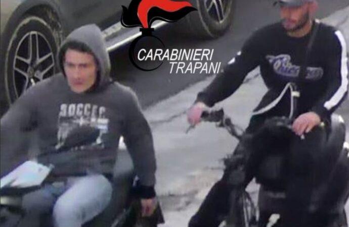 Rubano uno scooter a Trapani, arrestati dai carabinieri