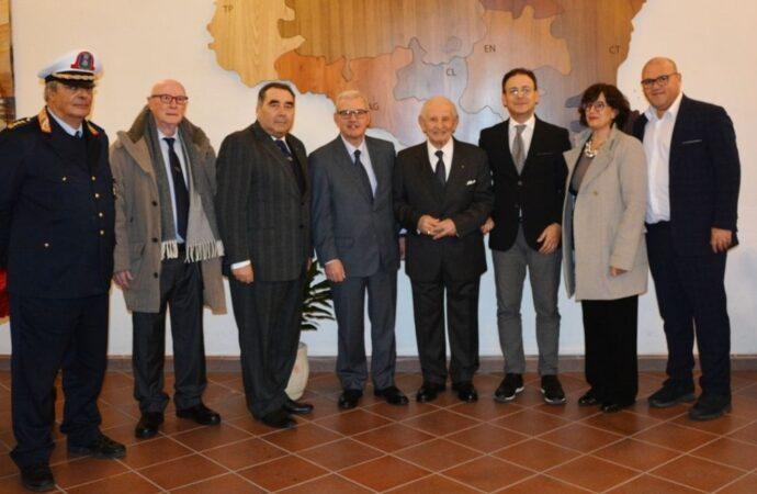 Mazara, il Prefetto Ricciardi visita in Comune la mostra permanente del prof. Pino Giacalone