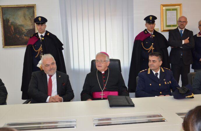 Il vescovo Fragnelli in visita alla questura di Trapani