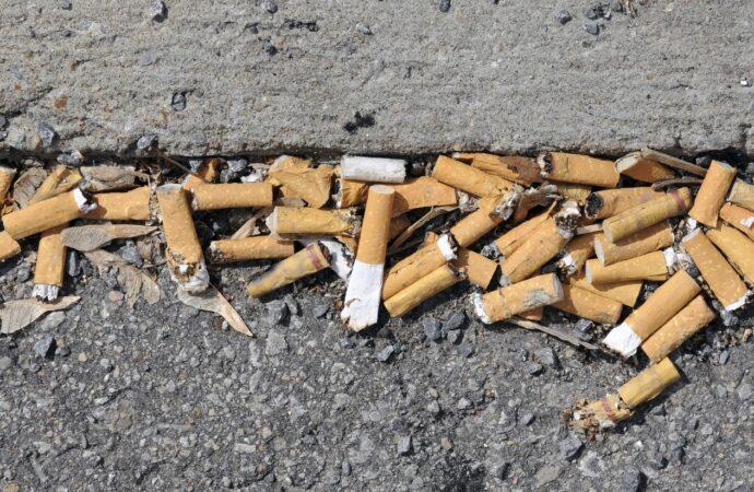 Mazara, basta all'abbandono dei mozziconi di sigaretta. Tre consiglieri presentano una mozione