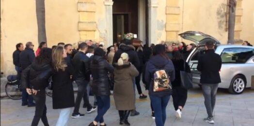 VIDEO – L'arrivo del feretro di Rosalia Garofalo in Cattedrale