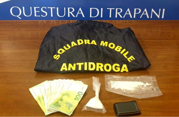 Insospettabile spaccia droga nella propria abitazione, arrestato dalla squadra mobile di Trapani