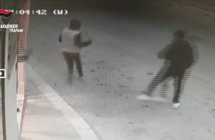 VIDEO – Ecco i momenti della tentata rapina con machete a Trapani