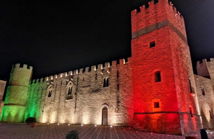 Coronavirus, il castello di Alcamo si illumina con il tricolore