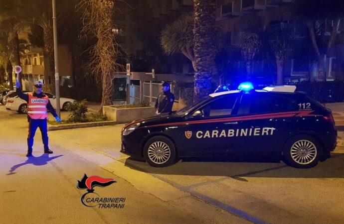 Controlli dei carabinieri per il rispetto dei decreti sull'emergenza Coronavirus, scattano le prime denunce nel trapanese