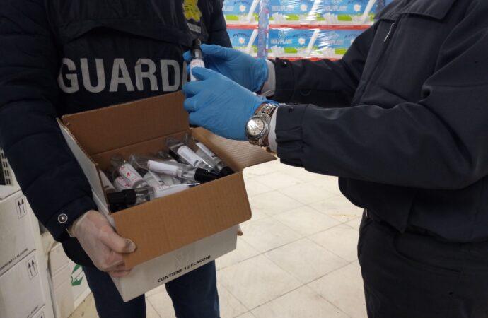 Controlli della Guardia di finanza, sequestrati 19 mila flaconi di gel igienizzante per mani senza etichetta