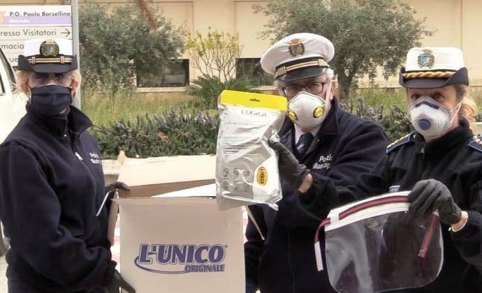 Coronavirus, i vigili urbani di Marsala donano visiere e tute all'Ospedale Paolo Borsellino