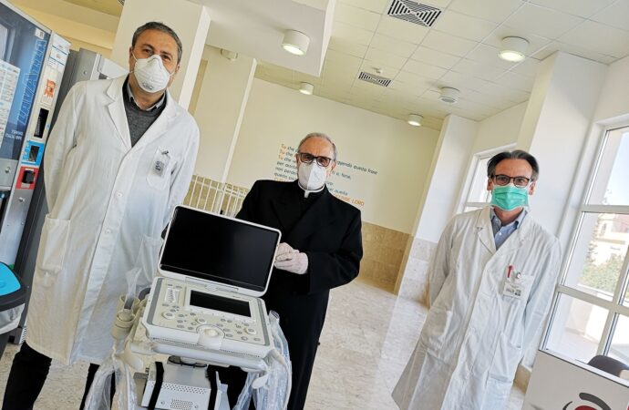 VIDEO – La diocesi di Mazara ha donato un ecografo all'ospedale Abele Ajello