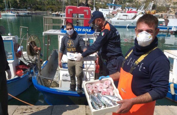 I pescatori di Castellammare donano oltre 70 kg di pesce alle famiglie bisognose