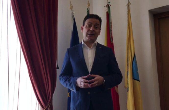 VIDEO – Fase due, buoni spesa e  incendio al cimitero. Parla il sindaco Quinci