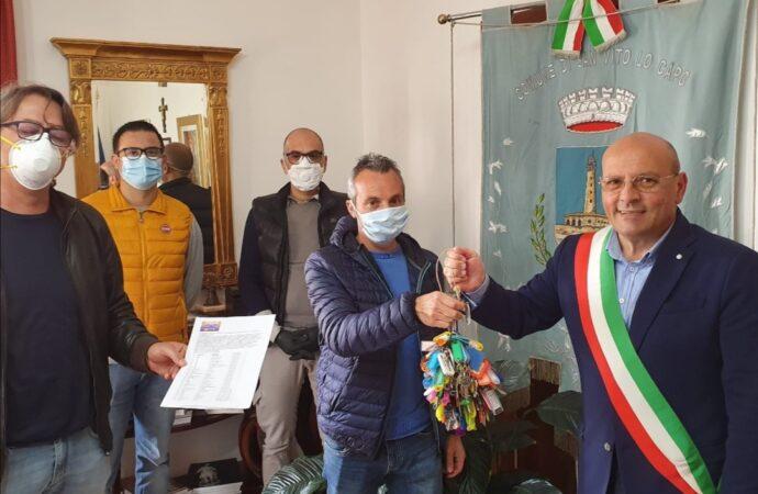 Coronavirus e crisi, a San Vito 155 operatori economici consegnano le chiavi al sindaco