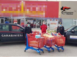 Coronavirus, i carabinieri di Castelvetrano acquistano beni di prima necessità per i più bisognosi