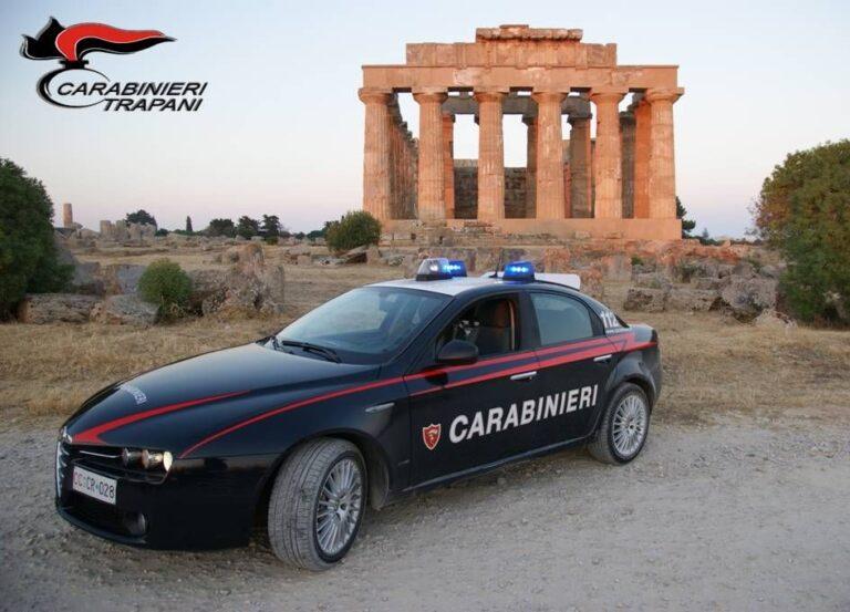 Minaccia di sfondare la porta di casa dell'ex moglie a Castelvetrano, un uomo arrestato dai carabinieri