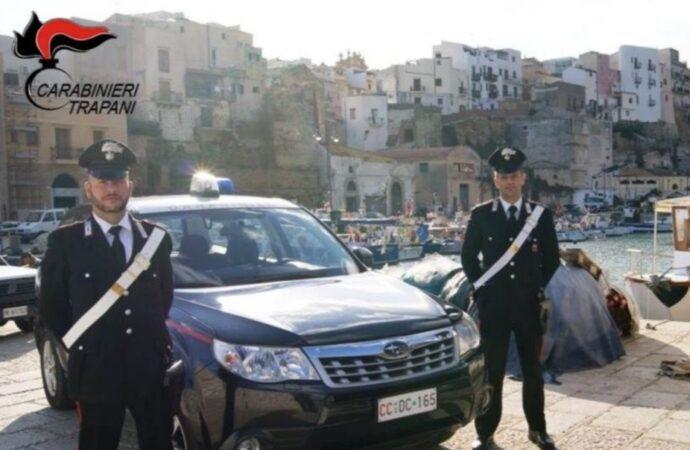 Castellammare, giovane aggredisce i carabinieri a un posto di blocco. Arrestato