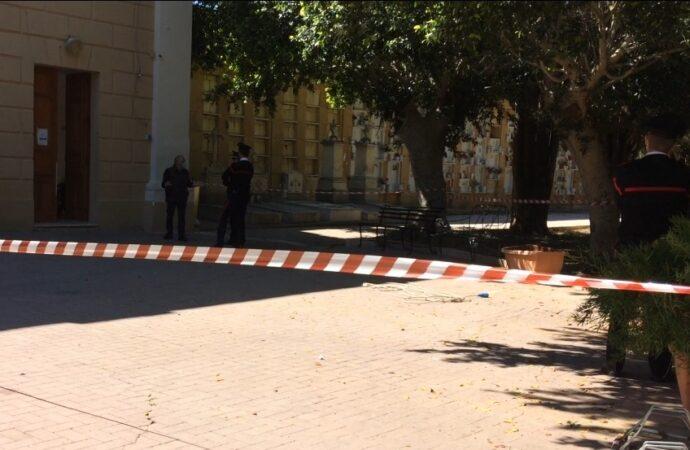 VIDEO – Incendio questa mattina negli uffici del cimitero comunale di Mazara. Abbiamo sentito l'assessore ai lavori pubblici Reina
