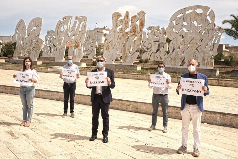 Gibellina, flash mob per dire no alla violenza e al razzismo
