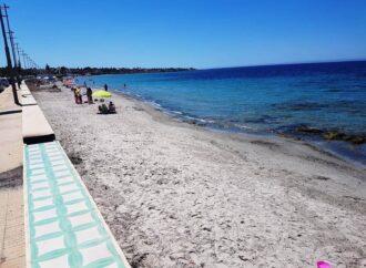 Mazara, ripulita dai rifiuti e dalle alghe la Spiaggia San Vito