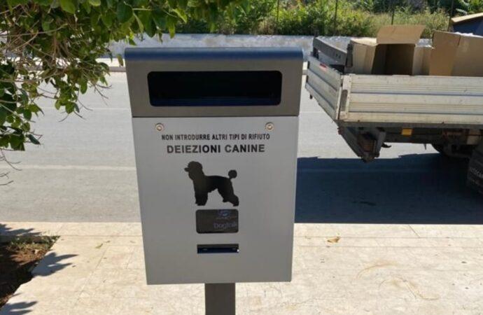 """Decoro urbano, a Mazara arrivano i cestini per i """"bisognini"""" dei cani"""