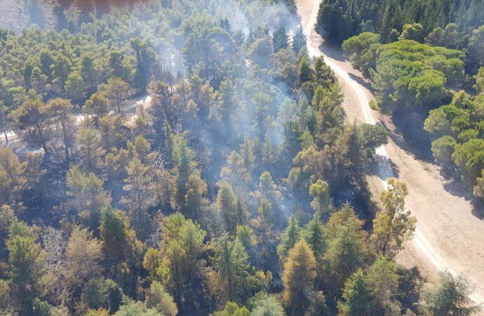 L'82° Centro Csar dell'Aeronautica di Trapani ha  effettuato 45 sganci  con 40mila litri di acqua per domare un incendio boschivo