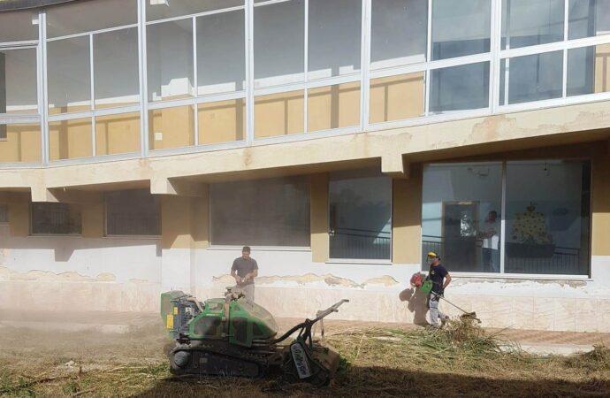 Mazara, pulizia spazi esterni Istituti scolastici ed Avviso per scuolabus