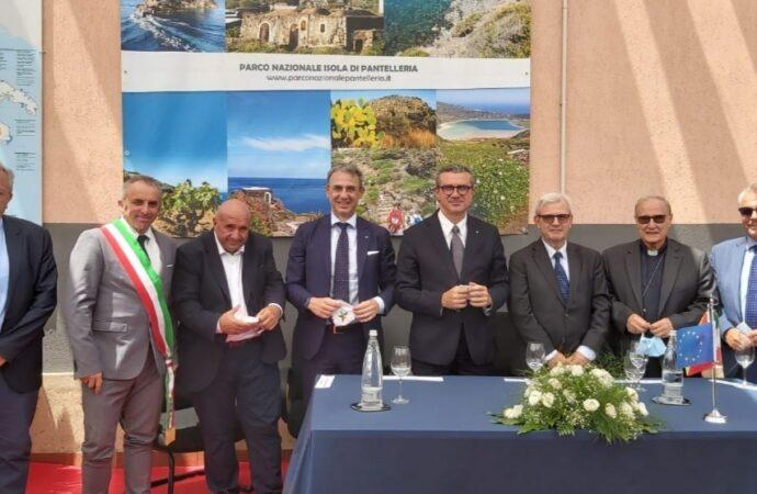 Il ministro Costa in visita al parco di Pantelleria
