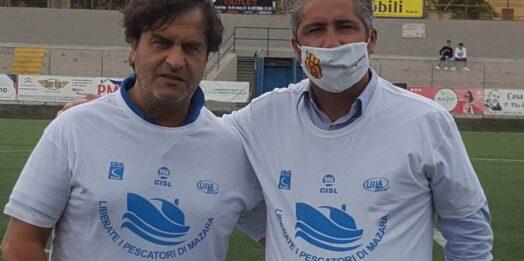VIDEO – Pescherecci sequestrati, appello ieri allo stadio Vaccara di Mazara per il rilascio