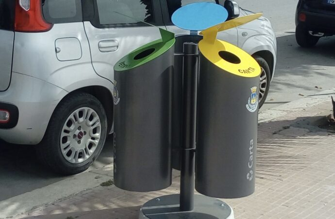 Mazara,  iniziata la collocazione dei nuovi cestini per la raccolta differenziata
