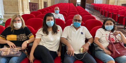 VIDEO – Pescherecci sequestrati, familiari occupano l'aula consiliare di Mazara