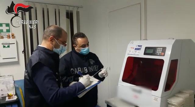 I carabinieri del Nas sequestrano un laboratorio per lo screening del Covid-19 nel Trapanese