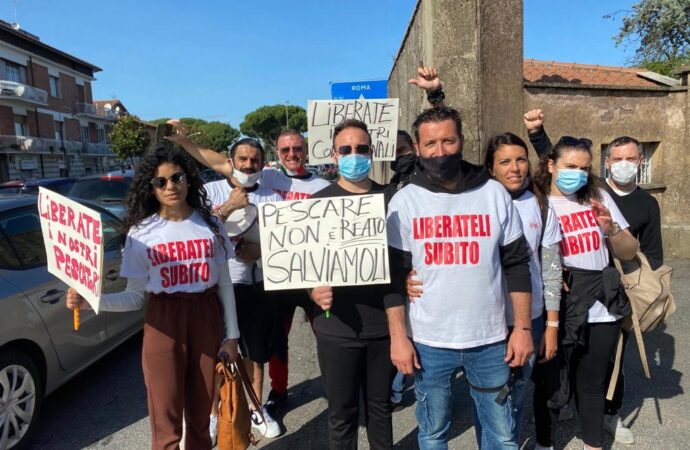 VIDEO – Pescherecci sequestrati, il sindaco Quinci a Roma incontra i familiari