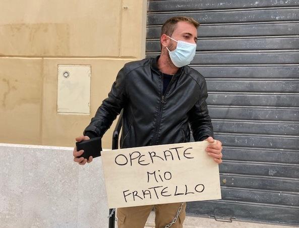 VIDEO – Mazara, protesta in piazza del giovane Tommaso Gullo