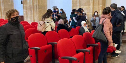 VIDEO  – Liberati i pescatori, lacrime di gioia nell'aula consiliare di Mazara