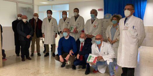 VIDEO – Donate targhe al personale medico ed infermieristico del reparto Covid di Mazara