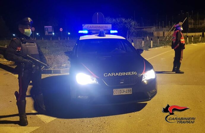 I carabinieri di Trapani effettuano un controllo straordinario del territorio, scattano denunce e sanzioni amministrative