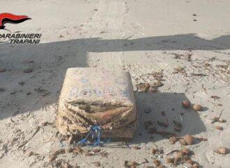 Marsala, trovata droga sulla spiaggia
