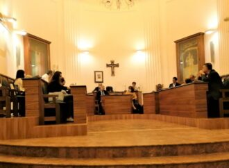 Festa di compleanno in sala giunta a Castellammare ai tempi del Covid? Il sindaco vuol vederci chiaro