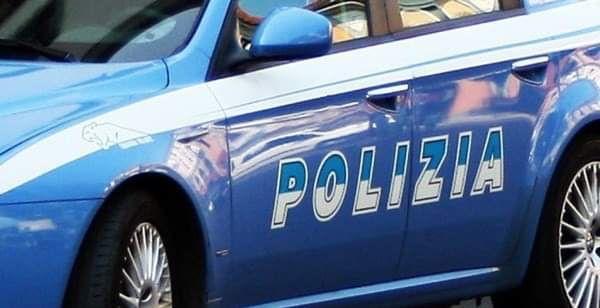 La polizia stradale di Trapani denuncia due persone per falsità materiale in concorso