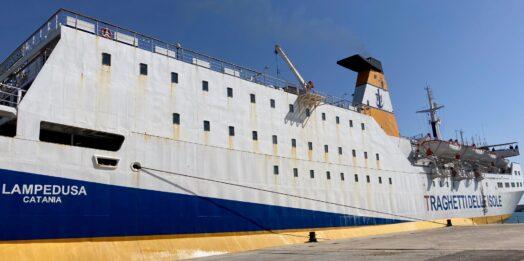 VIDEO  – Collegamento marittimo Mazara – Pantelleria, oggi le prove di ormeggio del traghetto