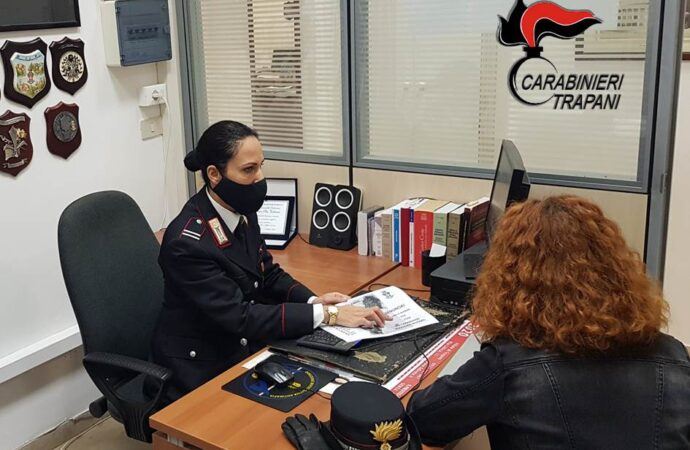 Due denunciati dai carabinieri e un provvedimento di divieto di avvicinamento alla vittima