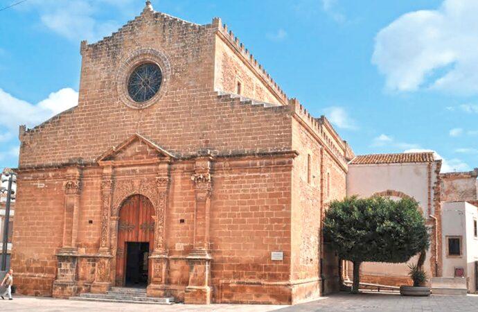 Castelvetrano, ripavimentazione della chiesa madre