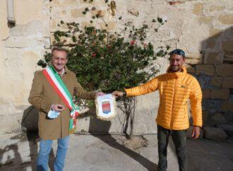 Il sindaco Tranchida ha incontrato un navigatore giunto a Trapani con una barca a remi