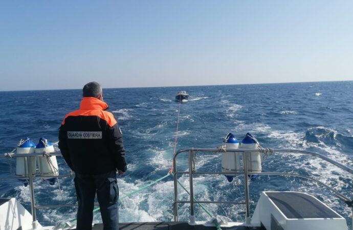 Tre diportisti soccorsi dalla Guardia costiera di Mazara
