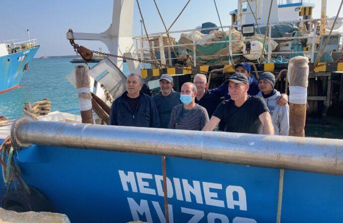 """VIDEO – Il Medinea riprende il largo. Marrone: """"Non torniamo in quella zona di pesca"""""""