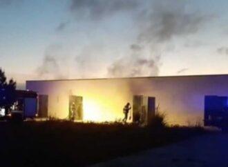 Mazara, incendio in un deposito comunale