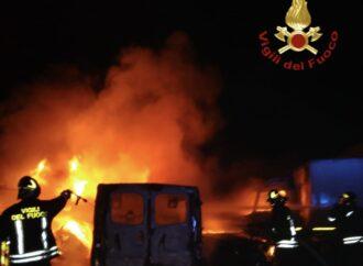 Marsala, 15 auto distrutte in un incendio in contrada Ciancio