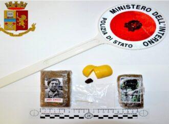 Trasportava in auto due panetti di hashish, un trapanese arrestato dalla Polizia