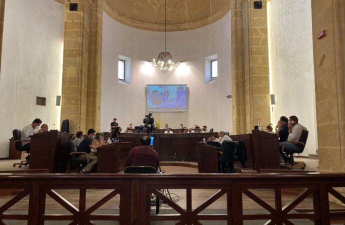 Mazara, il consiglio comunale approva alcuni punti all'odg e poi la seduta viene sospesa per mancanza del numero legale