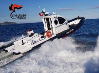 Non riesce più a raggiungere la barca per la forte corrente, salvata dai carabinieri di Favignana