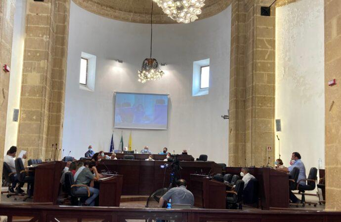 Consiglio comunale a Mazara. Defezioni nella maggioranza e l'opposizione ne approfitta, niente numero legale