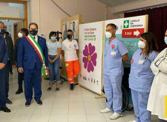 Covid, il presidente Musumeci in visita ieri all'hub vaccinale di Buseto Palizzolo